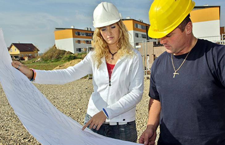 Die Frau am Bau